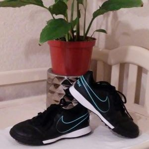Nike shoes. Size 13c (us) boy. Black & blue.